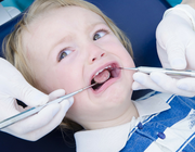 Tandheelkundige behandeling van angstige kinderen: belijden, vermijden of begeleiden?