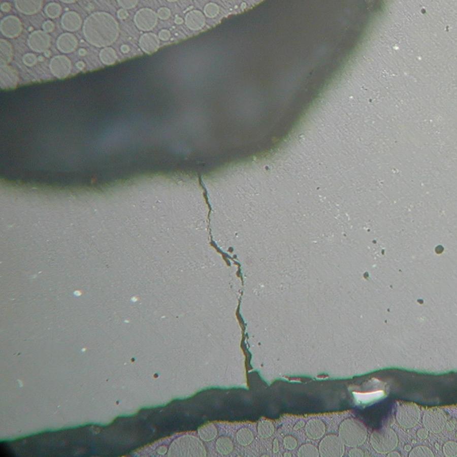 Afb. 2. Scheur in palladium-indium-tinlegering.