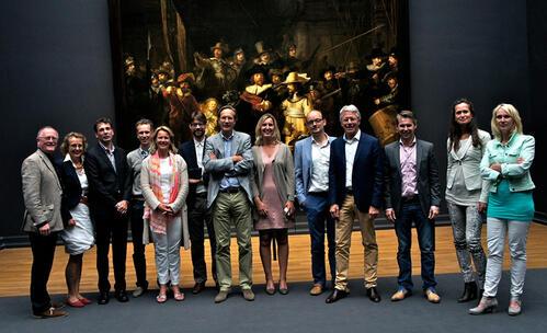 Op de foto van links naar rechts: prof. dr. A.J. van Winkelhoff, T.E. Vangsted, dr. M. de Jager, dr. D. Oortgiesen, dr. R.Z. Thomas, dr. J. Muris, prof. dr. B.G. Loos, C. de Graaff, dr. W. Nesse, prof. dr. F. Abbas, W. Teeuw, dr. M.M. Danser en dr. A. Kunnen.